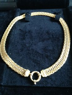 Yellow gold necklace.