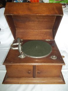 Antique German table gramophone - Made of wood, luxurious model, works well from 1920