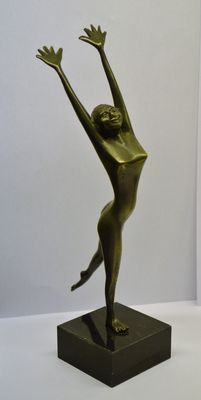 "Pewter statue of a dancer on a marble pedestal created by  ""'t oude ambacht te Alphen'"