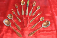 """Very beautiful SBS cutlery set """"Venice"""" - 1980, 18 / 10 stainless steel, 23/24 carat gold-plated, unused, from Solingen, 55 pieces, 1000 gold, 10 place settings,"""