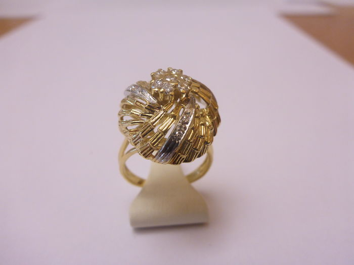 Bi-colour gold ring with diamond.