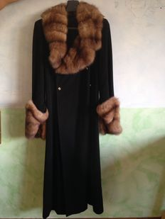 Fendi – Black full length coat with collar and sleeves in mink fur