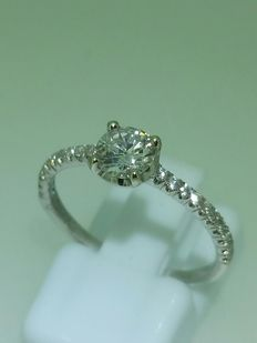White 18kt gold ring with 048ct diamond H VVS - size 53