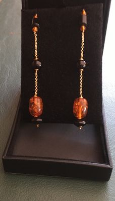 18 kt gold pendant earrings with onyx and amber - Length: 10.5 cm