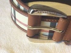 Burberry – belt, never worn, with box