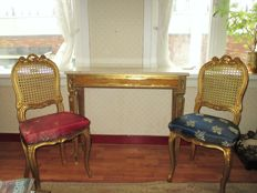 Gold-coloured side table with marble top, mirror and 2 matching chairs -Baroque - style