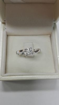 Solitaire ring, 0.40 ct.