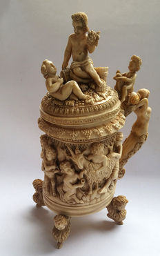 Carved ivory tankard in Baroque style - Germany - End of the 19th century