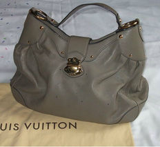 Louis Vuitton - Taupe Mahina XL - Handbag.