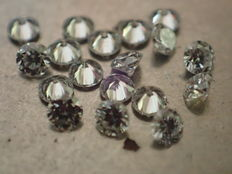 Lot of 18 diamonds, 1.70 mm, brilliant cut, total weight 0.36 ct, colour E, quality VS/SI