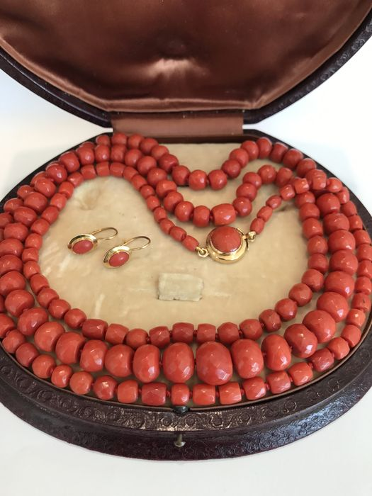 Necklace from the late 1800s in cherry red Mediterranean coral with yellow gold clasp ***WITH FREE EARRINGS*** LOW RESERVE PRICE***
