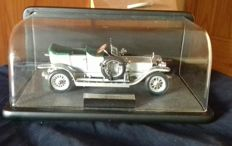 "Franklin Mint - Scale 1/24 - Rolls Royce 1907 ""Silver Ghost"" With display case"