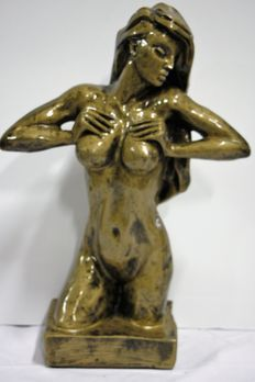Statue; Naked young woman - 21st century