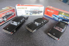 Novoexport - Scale 1/43 - Lot with 3 models of the Soviet Union: Gaz Chaika 13, Zil 115 en Zil 117 - Black