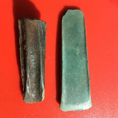 2 Bronze age bronze axehead and chisel - 82mm (64gr.) 65 mm (44gr.)