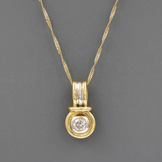 Choker with pendant featuring a circular design in yellow and white gold (750 kt) with a 18 ct brilliant-cut diamond of 0.40 ct (approx)