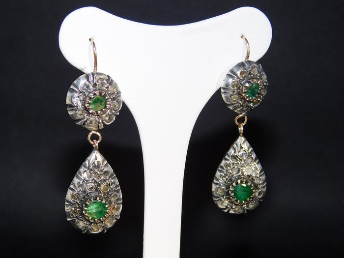14 kt gold and silver earrings with 1 ct emeralds and 1.20 ct rosette diamonds. Length: 4.2 cm **No reserve price**