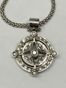 Necklace with compass rose in 18 kt gold with 0.40 ct diamonds – Necklace length: 45 cm