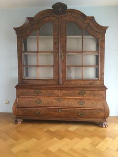 A Louis XV burr-walnut and walnut display cabinet - the Netherlands - 18th century and later
