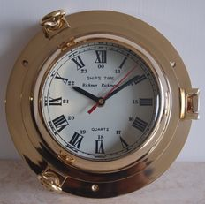 Solid brass porthole cabin clock 20th century Diam 22 cm 2 kg / Brass cabin clock ship wheel, 1970, Diam. 22 cm solid brass 1.6 kg