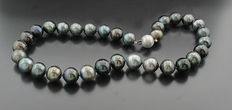 Tahitian necklace in different grey- and silver tones, 12.0-14.0mm, 585 white gold clasp --no reserve price!--