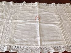 Large-sized princely damask cotton pillowcase, with filet lace inlays, Italy, circa 1900