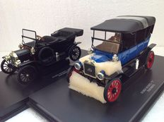 Eagle Collectibles by Universal Hobbies  - Scale 1/18 - Ford Model 'T' Touring black and Ford Model 'T' 1913 Soft Top - Blue