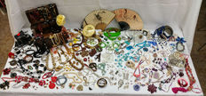 Great collection of 215 pieces of vintage costume jewellery and accessories