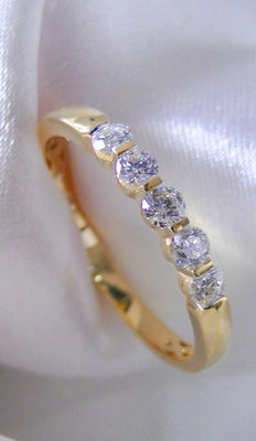 18 kt gold ring, 5 brilliants 0.50 ct F/SI, size 20