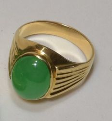 green jade ring - 18 kt gold; Ring size: U.K.:O1/2
