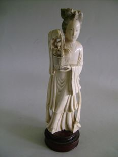 Young lady with a basket of flowers. Ivory – China – c. 1930