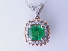 Diamond pendant with a natural 0.88 ct columbian  cut  green emerald  I.G.I. certificate and 27 diamonds total 0.25 ct