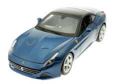 Bburago - Scale 1/18 - Ferrari California T Closed Top - Blue