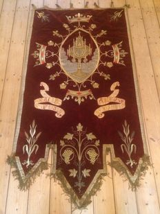 Very large religious Banner with embroidery - Flanders - circa 1900