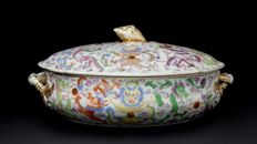 Rare Tureen with Dragons - China - 19th Century.