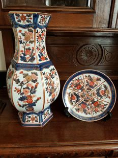 Japanese set of a large vase and plate - Japan - late 20th century
