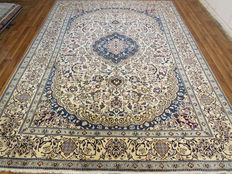 Wonderfully beautiful Persian carpet – Nain / Iran – 397 x 288 cm – end of the 20th century Excellent condition – XXL – like new – oversized