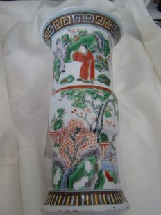 A porcelain Famille Verte vase - China - early 20th century (republic period)