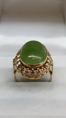 Yellow gold women's ring, 14 kt, set with synthetic jade