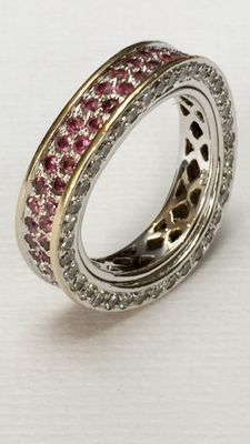 Exclusive 18 kt white gold ring with rubies and with 1.22 ct brilliant cut diamonds, VVS, full set. Ring size: 17 (54).