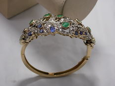 'Slave bangle' in 18 kt yellow gold with emeralds, sapphires, diamonds etc.  for a total of 11.50 ct - Circa 1890-1910, Italy