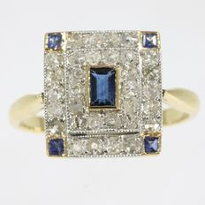 Art Deco  ring with diamonds and sapphires in bicolour gold, 1920