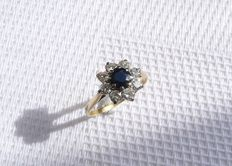 18k Gold Entourage ring with diamonds 0,56 ct and sapphire - inner diameter 17 mm