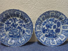 two large porcelain Kangxi plates - China - approx.  1680