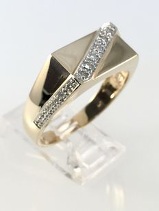 14 kt gold ring with 0.10 ct diamonds