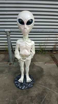 Beautiful statue of an alien - the height is 106cm