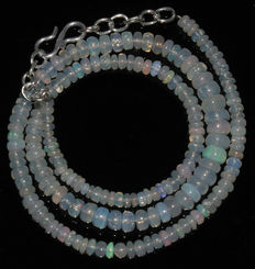 Natural Welo opal necklace – 45 ct – 3 to 6 mm