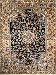 Isfahan carpet - Persia - Silk weave and flowers