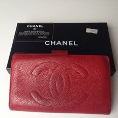 Chanel – Red caviar wallet
