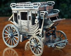 "Beautiful carriage in 800 silver with miniature swivel wheels ""US.
